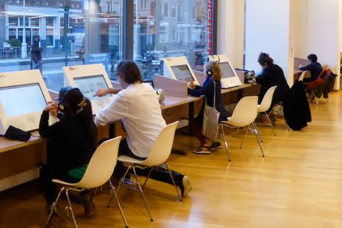 Muziekwebterminals at OBA Javaplein